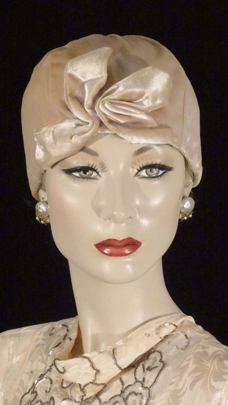 1950s does 1930s pale peach silk velvet cloche.