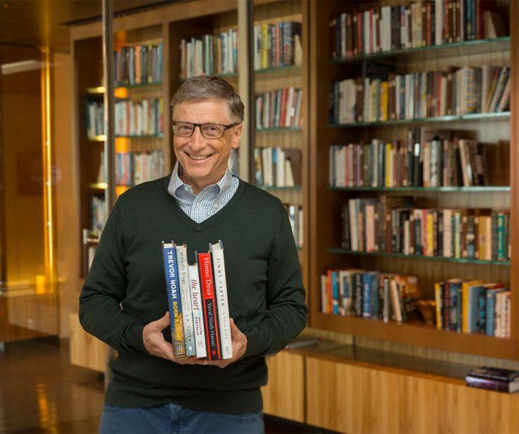 El fundador de Microsoft reveló cuáles son sus libros favoritos para estas vacaciones. El genio de la informática aseguró que son perfectos para comprender la vida.