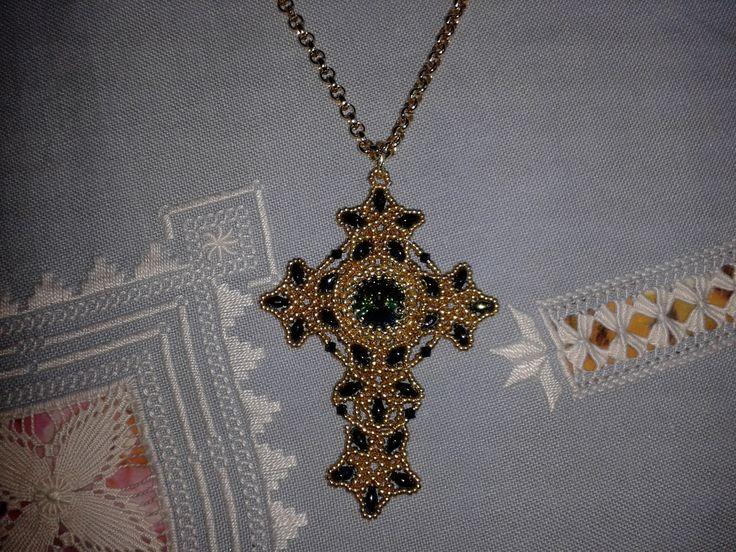 Il tutorial di questa stupenda Croce lo trovate qui:  https://www.youtube.com/watch?v=9xP0A7sFS_U