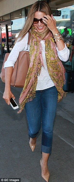 Sofia Vergara airport casual chic, Dxx