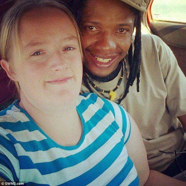 Um morador de Bristol, na Inglaterra, morreu de meningite após os paramédicos afirmarem à sua esposa, Lisa Armitage, que ele tinha uma forte gripe e, por isso, não havia urgência em atendê-lo.
