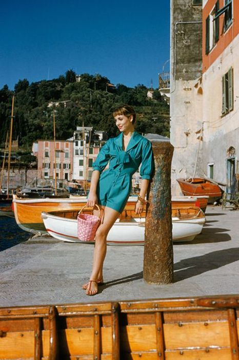 Elsa Martinelli modelling casual wear in Portofino, 1950s. Photo by Mark Shaw.