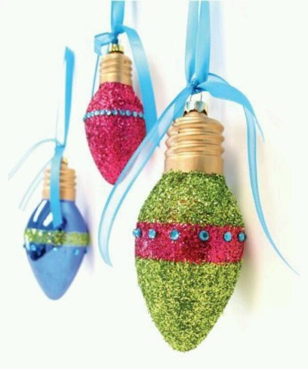 ampoule transformer en boule de noel  Noël  Pinterest