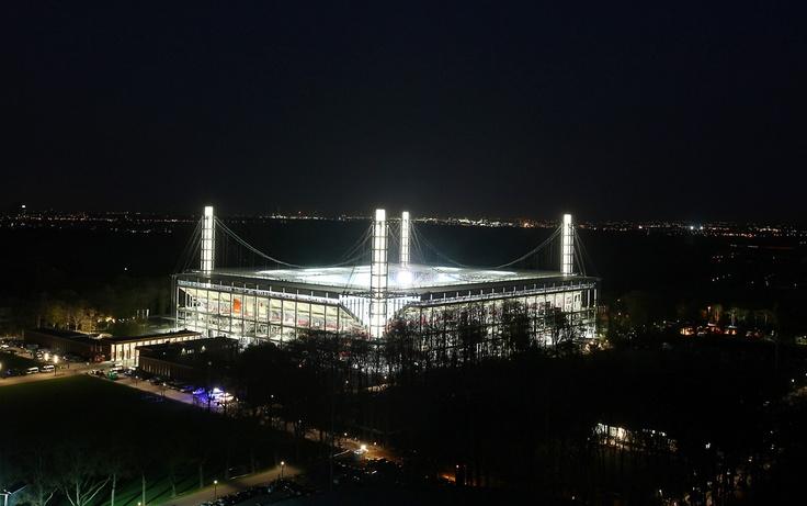 Wahrzeichen Kölns   1. FC Köln   Stadion bei Nacht. repinned by www.parkett-direkt.net