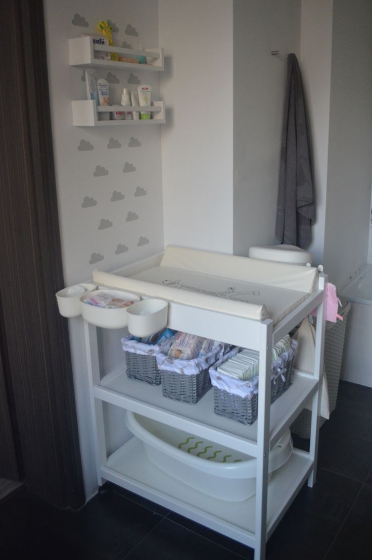 Organizacja przewijaka/ Przewijak niemowlęcy/ kącik niemowlaka/ nursery rook/ diapers tabel/ ikea wanienka/ półki ikea bekvam