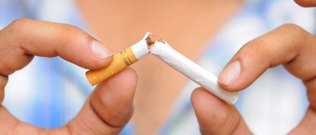 http://eyclub.gr/?p=16343 , #ygeia ,   Οι συνέπειες του καπνίσματος κατά την εγκυμοσύνη  Ένα από τα πρώτα ζητήματα που απασχολεί πολλές έγκυες στο ξεκίνημα της εγκυμοσύνης τους είναι η αναγκαιότητα διακοπής του καπνίσματος, και ευλόγως, αφού, όπως θα δούμε παρακάτω, πρόκειται για μία συνήθεια που μπορεί να προκαλέσει σειρά δυσάρεστων επιπλοκών. #greece, #athens, #thessaloniki, #ygeia, www.eyclub.gr