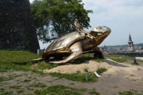La tortue de Jan Fabre restera à la Citadelle de Namur | Culture - lesoir.be