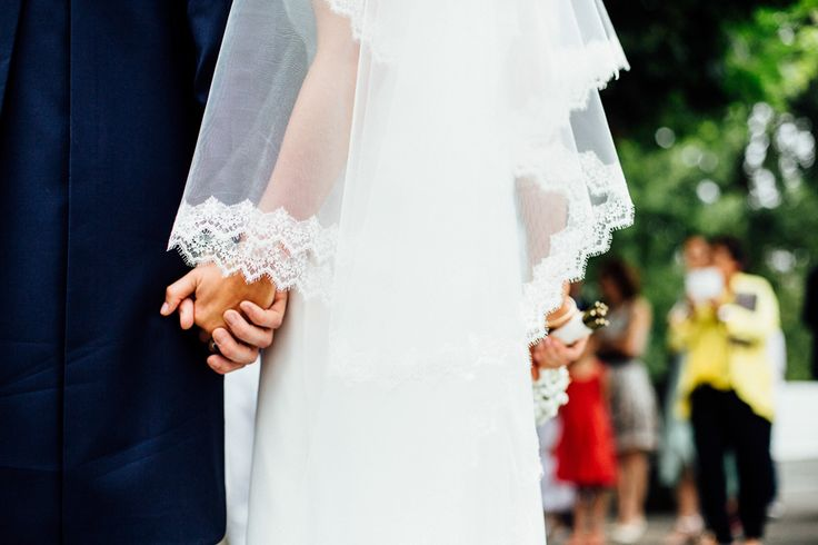 Take your first wedding photos; technical tips and photo ideas.