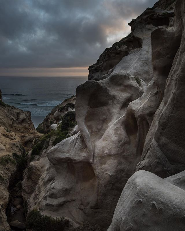 Overlooking the crazy trail that goes to the sea shore feed out of Ho Chi Minh Trail in La Jolla  I think I got that right.  There's two paths, one that heads up, and this one that heads down. It is quite a stoic spot . . . . #photographyeveryday #photographyislifee #photographylovers #hiking #sunset_hub #hubs_united #westcoast_exposures #jaw_dropping_shots #landscape_lovers #landscape_captures #landscapephotography #chulavistaphotographer #sandiegophotographer #lajolla #hochiminhtrail…