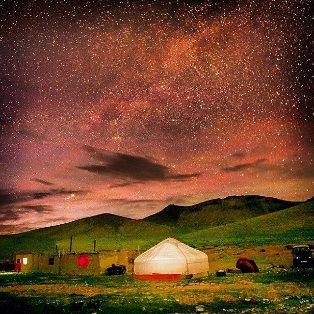 Yurta mongola en la noche <3