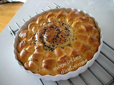 Κρουασανοτυρόπιτα με λιαστή ντομάτα http://mageirikesdiadromes.gr/recipes/kroyasanotyropita-me-liasth-ntomata.html
