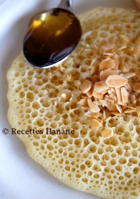 Les crêpes marocain, baghrir. (conseil sauce, fondre 100 g de beurre avec 100 g de miel, sortir du feu et ajouter 10 g d'huile d'olive) (http://www.recetteshanane.com/article-baghrir-marocain-50671632.html)