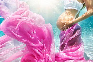 Mαγευτικές φωτογραφίες εγκύων κάτω από το νερό!