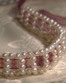Free beading project PDF: Pearl-Ribbon Choker « Lark Crafts Lark Crafts