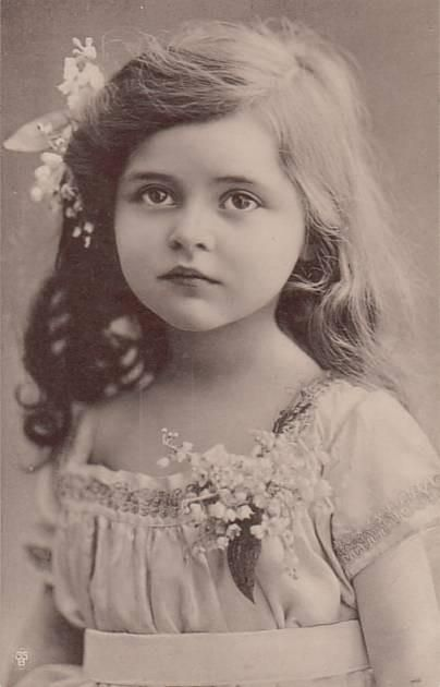 vintage pic of a beauty.  I hope my little girl is as cute as her!!