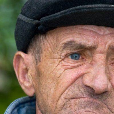 Si batranii plang cateodata... Despre umilinta de a fi batran in Romania