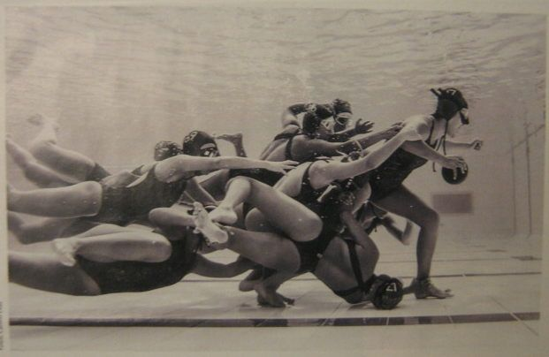 Awesome shot: women's underwater rugby