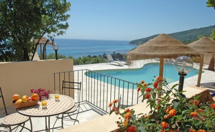 Maison, villa et location avec piscine » Bergerie de grand standing pour 8 avec magnifique vue mer