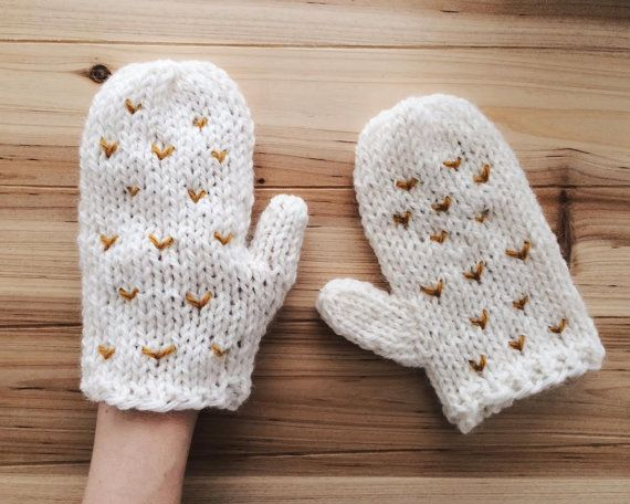 White Mittens Hand Knit Gloves Chunky Knitwear by kckshop on Etsy  #shootingstarsteam #mittens #christmasgift