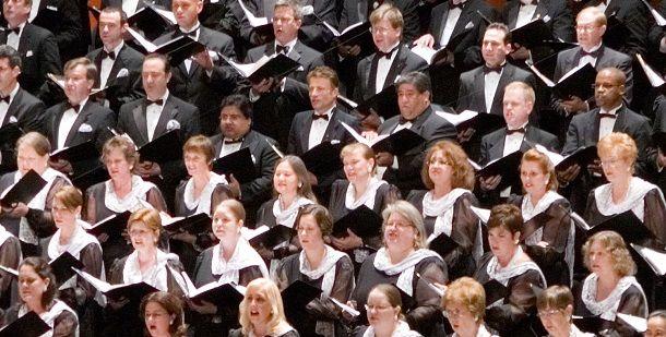 As vozes que se erguem em uníssono a cantar uma canção também sincronizar os batimentos cardíacos dos cantores.