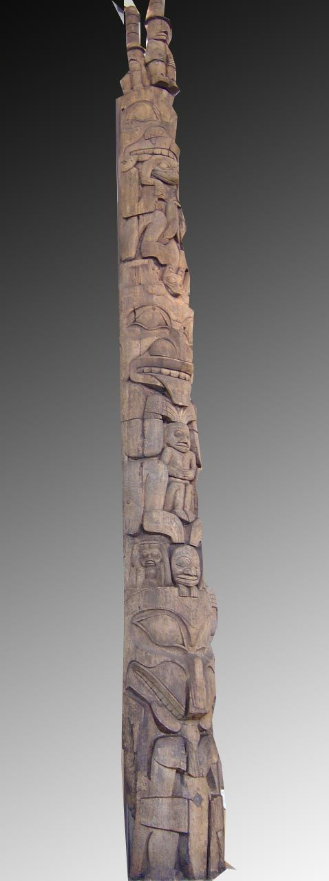 Les grands totems que l'on découvre dans les musées canadiens, notamment le…