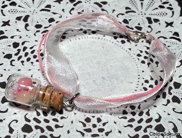 Bracelet Fiole avec petits bonbons de ChloeSakura sur DaWanda.com