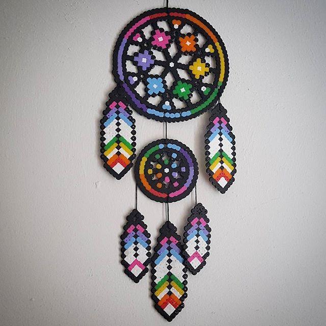 Dreamcatcher perler beads by staywithme_arienette Commento : FANTASTICO E VERAMENTE CREATIVO