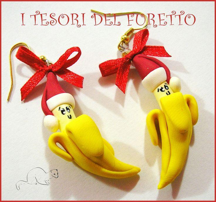 """Sono felice di condividere l'ultimo arrivato nel mio negozio #etsy: Orecchini Natale """"Banane con cappello di babbo Natale"""" fimo cernit kawaii 2017 Natale kawaii idea regalo bambina personalizzabili con clip http://etsy.me/2jiy3Y4"""