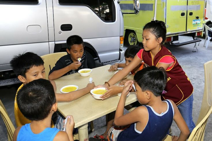 Manila Allied Leo Club (Philippines) | Leos organized their first feeding program