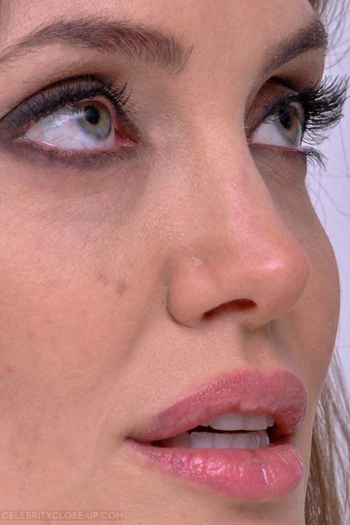 angelina jolie  celebrityclose-up.com |  Top 50 |  Search