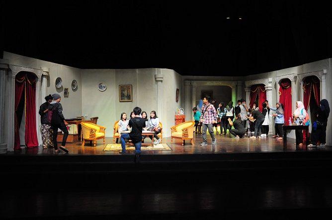 """Teater Lakon """"Hedda Gabler"""" Pertama Kali dimainkan di FKY"""