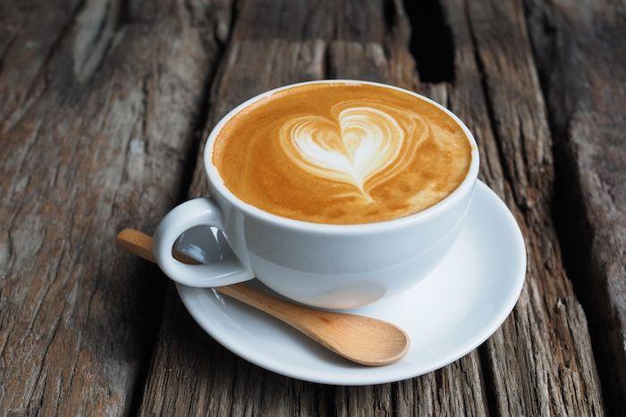 Ternyata secangkir café latte bisa dinikmati tanpa harus menggunakan mesin espresso. Mau coba? Di benak banyak orang mungkin membuat secangkir café latte atau cappuccino haruslah menggunakan mesin espresso. Padahal jika kamu tahu, secangkir café latte yang nikmat ternyata bisa dibuat dengan alat-…