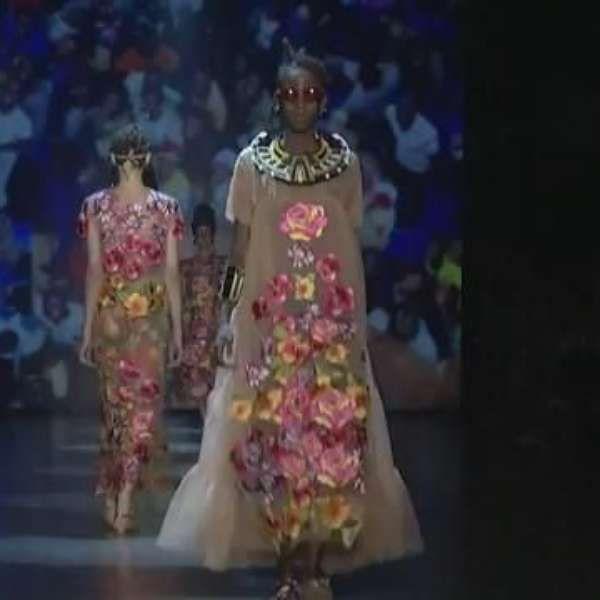 Ronaldo Fraga se inspira na cultura afro e apresenta lindo desfile