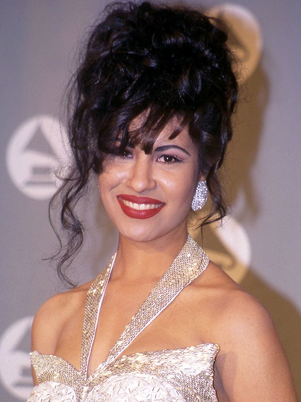 M.A.C Honors Late Singer Selena Quintanilla with Exclusive Makeup Collection http://stylenews.peoplestylewatch.com/2015/07/16/selena-quintanilla-mac-collection-2016/