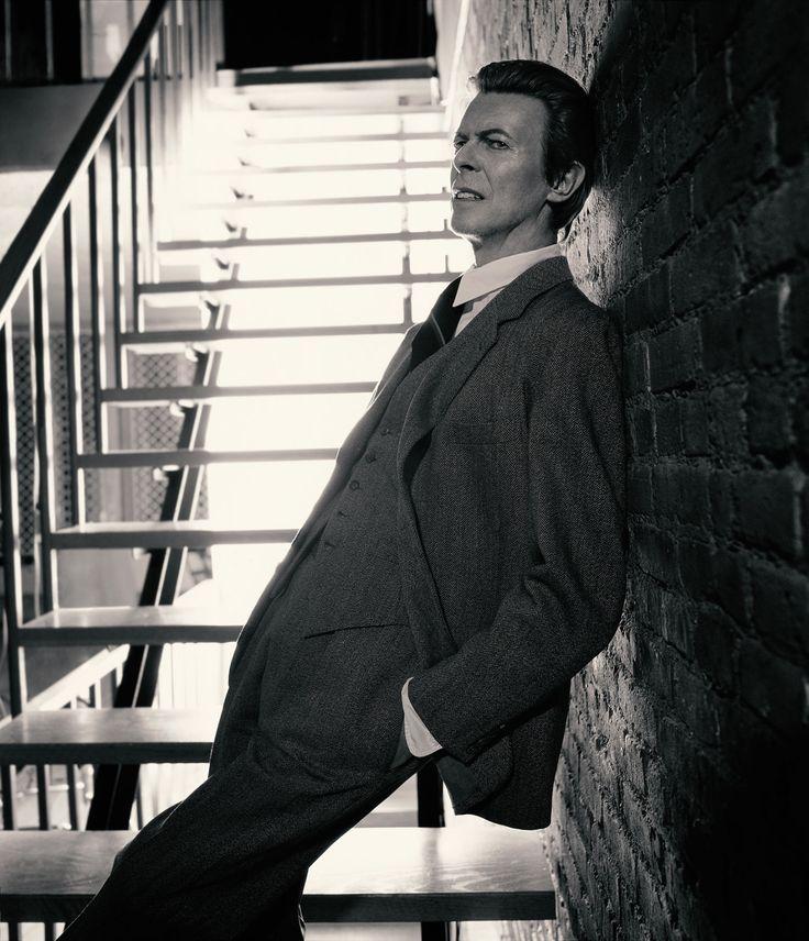 16 Rarely Seen Portraits of David Bowie   - Esquire.com