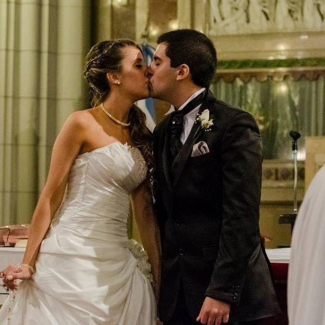 💋❤ #diainternacionaldelbeso   Hoy es el día internacional del beso,  ¿Cuál fue el beso que te cambió la vida?   Siempre es buena excusa para dar besos a quien amas 💋❤ #diadelbeso #bestoftheday #beso #novias #bride #casamiento #wedding