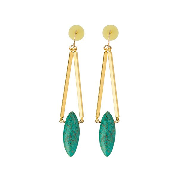 Complete your look with earrings from #Cadenzza l #DesignerOutletParndorf