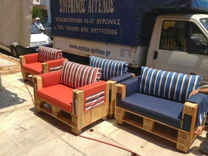 Hermosa sala hecha de tarimas sillones salas de palet for Sillones hechos con tarimas