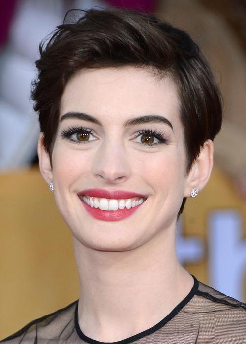 Best celebrity short hairstyles: Anne Hathaway