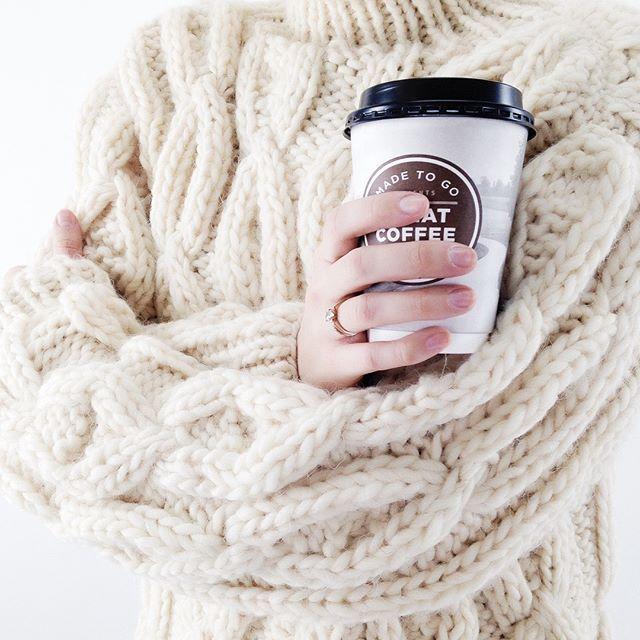 WEBSTA @ names_ru - Тепло, еще теплее...☕На фото свитер из шерсти крупной узорной вязки бежевого оттенка от Mirstores #names_ru 👆 Смотрите по активной ссылке в профиле👆 Найти данные товары на сайте можно по артикулам: 133454