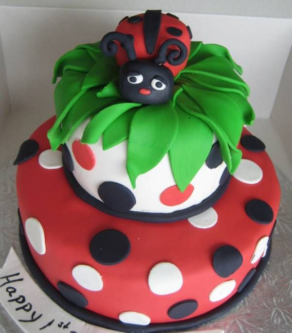 So many good ladybug cakes!!Ladybug Cakes, 1St Bday, Cake Desserts, Parties Ideas, Ladybugs Cake, Lady Bugs, Birthday Cake, Cake Ideal, Birthday Ideas