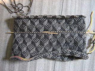Escher- free knitting pattern