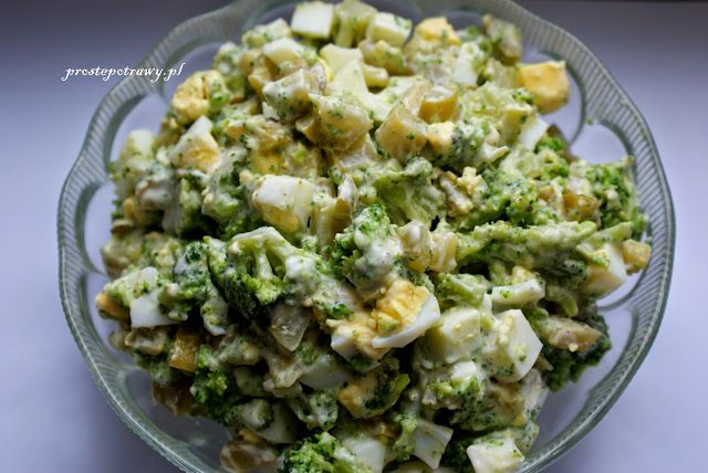Proste Potrawy: Sałatka z ogórkierm konserwowym i brokułem