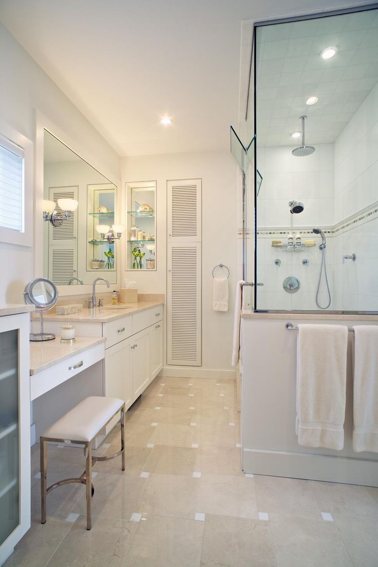 Locker room bathroom design - Check Out Beach Style Bathroom Designs If You Are Focusing On Making A Beach Style Bathroom For Adults You Can Aim To Make Your Bathroom Elegant While