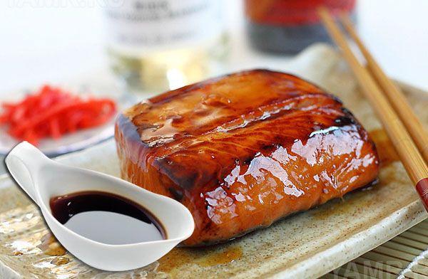 Соус терияки готовят из соевого соуса с добавлением мёда (или сахара) и сакэ. Подают к мясным и рыбным блюдам, а так же запекают мясо или курицу в этом соусе.