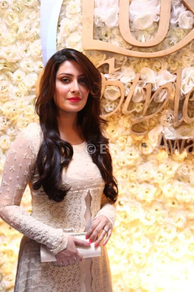 ayeza at the red carpet of lux style awards 2015