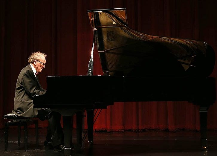 Pianista finlandés inicia la Temporada Internacional de Música Clásica U. Mayor.  En el concierto inaugural, Risto Lauriala, destacado Pianista y profesor de la Academia Sibelius de Finlandia, interpretó con una calidad incomparable obras de Bach, Busoni, Schumann, Rautavaara, Sibelius y Chopin.