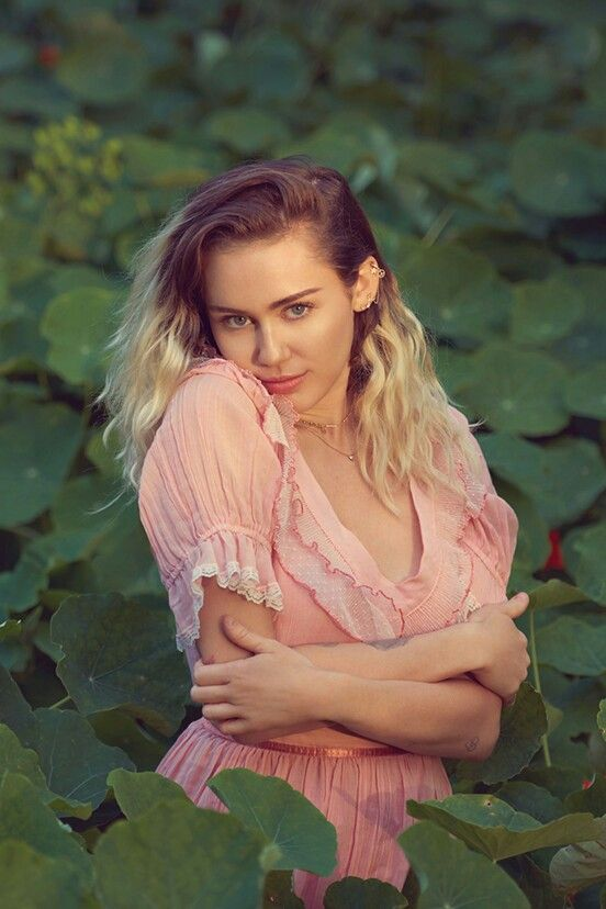 Miley Cyrus Queen Is Back Billboard Hannah Montana