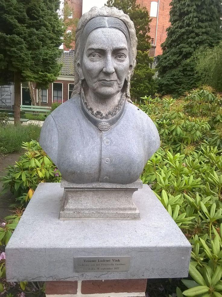 Vrouwe Ludewé, op hofje van Pieternella Gasthuis, Groningen.