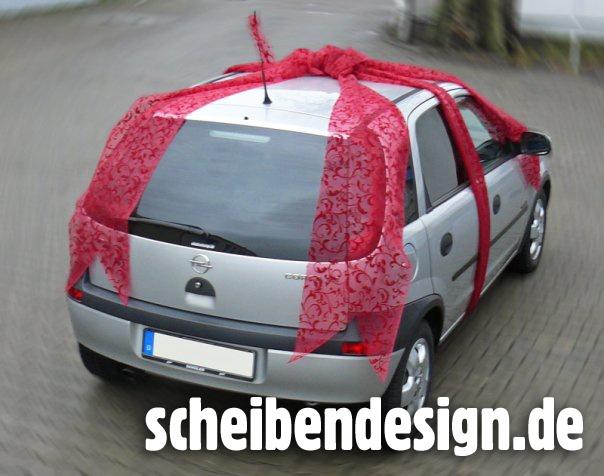 Ein Kunde verschenkte einen Corsa samt Scheibendesign-Tönung, scheibendesign.de half bei der Schleife ;-)